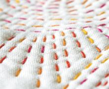 "Detail ""ručních"" stehů Sashiko"